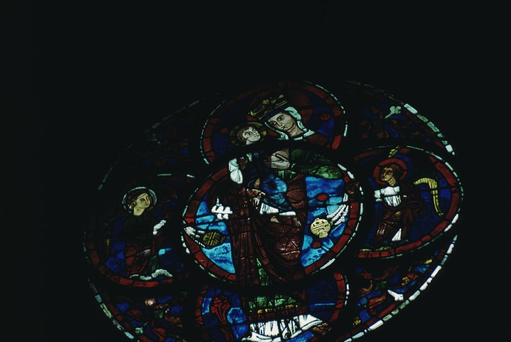 Window 015 - Virgin with suckling child, occulus (restored)