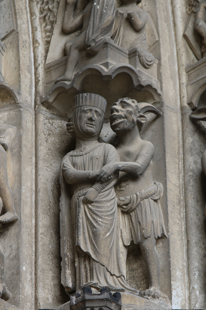 Chartres, south side, center, archivoltLast judgment, demons with the damned.