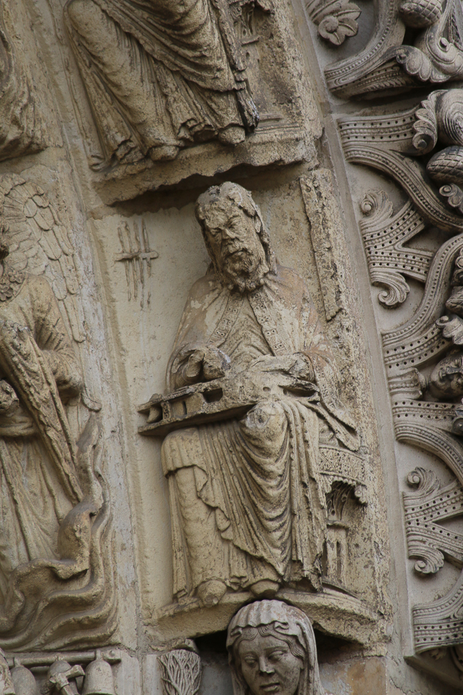 Chartres west side, right portal• Second archivolt: Ptolomy