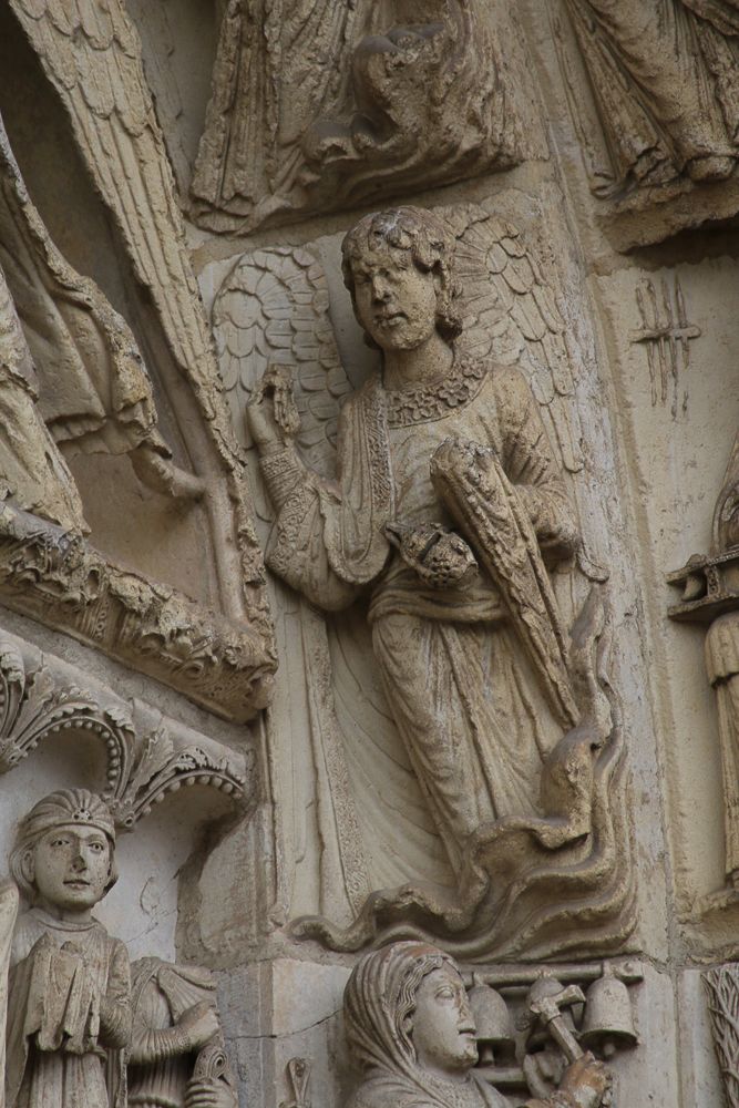 Chartres west side, right portal• First archivolt: 6 angels (not all seen)