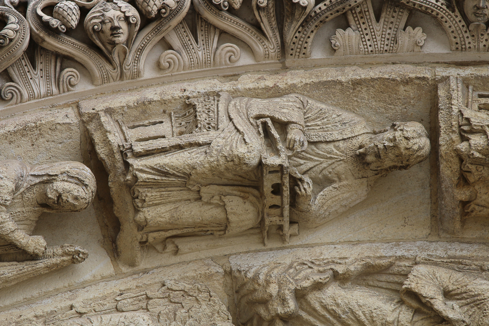 Chartres west side, right portal• Second archivolt: Euclid