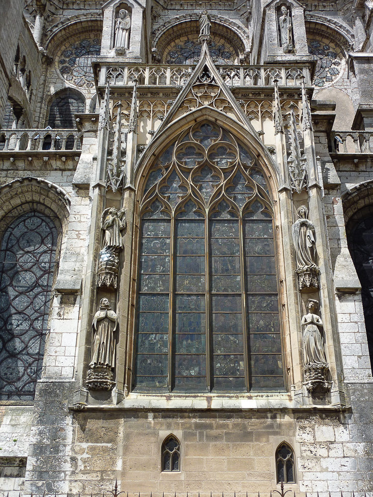 Chartres, south side, window, detailduplicate (nV02RmWDTbGXEklaiMX6KQ)